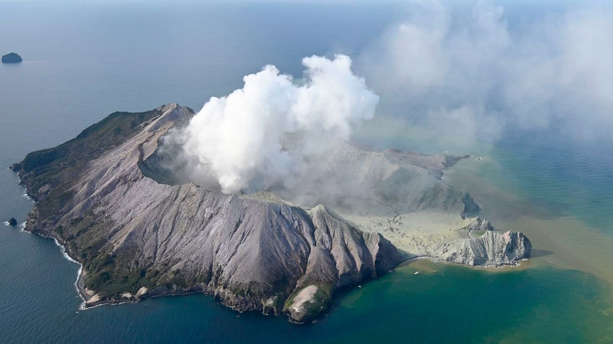 新西兰怀特岛火山喷发已致6死 25人伤情危急