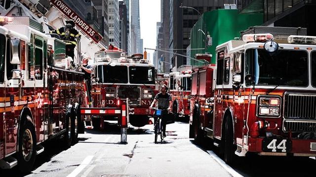 纽约市麦迪逊大道发生火灾 导致一人被严重烧伤