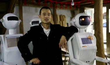 Wenzhou man finds fortune in homemade robotics