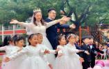 """幼儿园老师结婚12个萌娃当伴娘伴郎,网友:年度""""最豪华""""婚礼"""