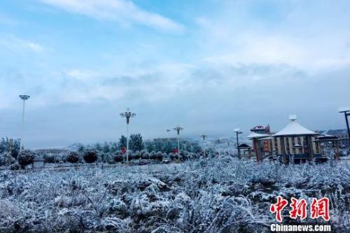 青海部分地区现罕见暴雪天气 部分班车停运