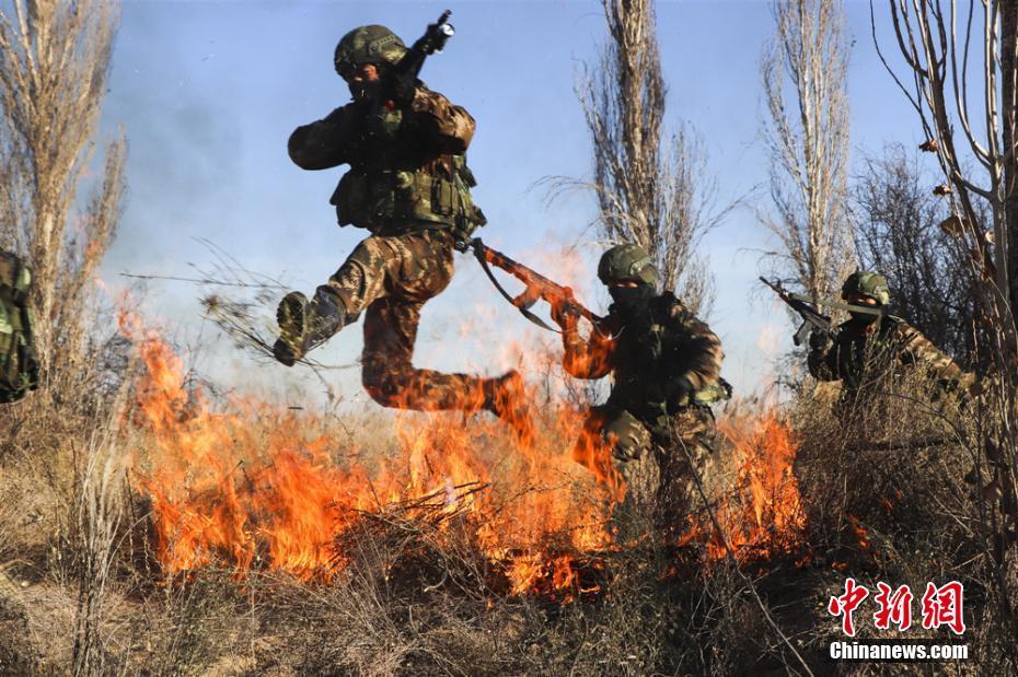 一分6合甘肃 武警大漠戈壁严寒训练 锤炼实战本领