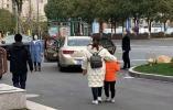 第一件事回社区登记 杭州机场集中医学观察点首批3人回家了