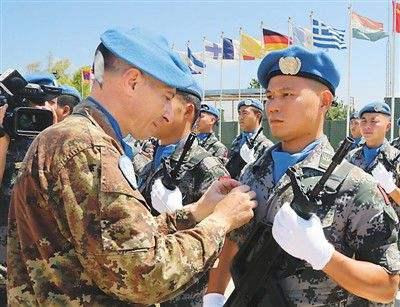 联合国授予两名中国军人和平勋章