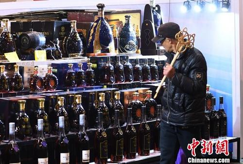 """经济观察:""""买全球""""增加中国人幸福感"""