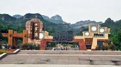 中文名称 七步沟景区 外文名称 QIBUGOU 地理位置 河北省武安市 气候类型 大陆性气候 占地面积 15平方公里 开放时间 08:00-18:30 景点级别 AAAA级 门票价格 80元 著名景点