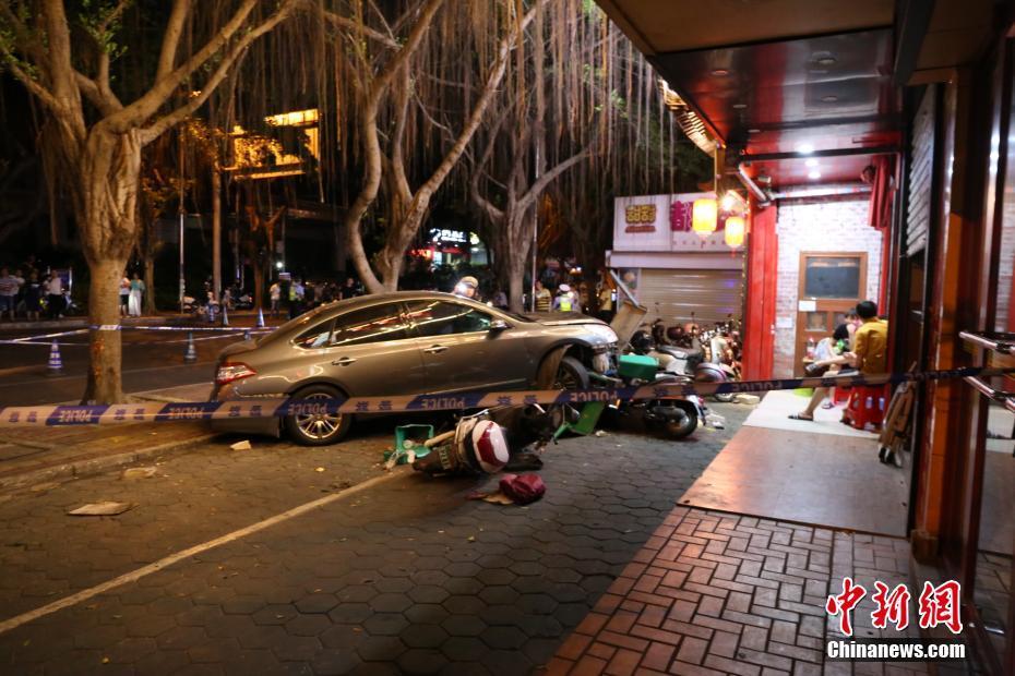 广西南宁发生一起车祸致2死3伤