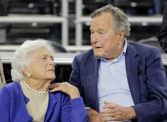 老布什和妻子芭芭拉·布什
