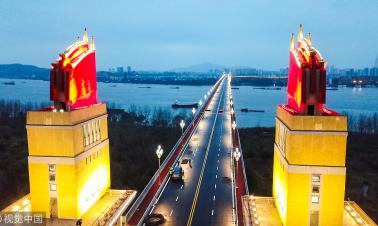 Nanjing Yangtze River Bridge lit up ahead of reopening