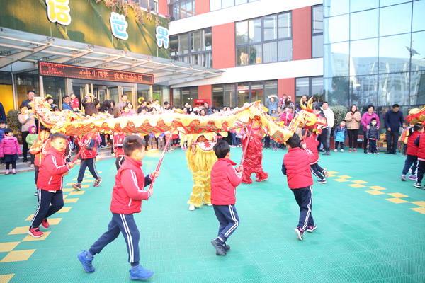 """体验传统文化感受爱的温暖 郑东新区实验幼儿园举行 """"当二月二遇上三八节""""活动"""