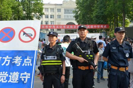 中考考场外,目击南京警方护考故事