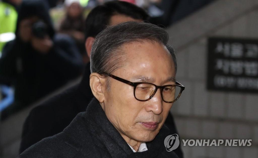 """""""韩国首位保释成功的前总统""""李明博二审受审 检方提请加重量刑"""