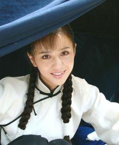 大屋下的丫鬟 佟丽娅