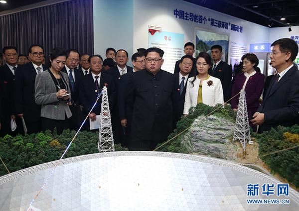 """这是金正恩参观""""率先行动砥砺奋进——十八大以来中国科学院创新成果展""""。"""