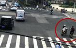 男子骑电动车绿灯直行与闯红灯电动车相撞,一个原因无责变全责