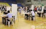 镇江市线下首场校招 50多家用人单位走进江苏大学选才