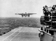 B-25从大黄蜂号航母上起飞