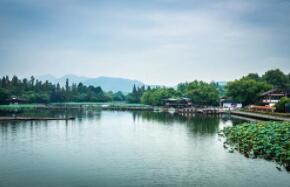 杨素建杭州城