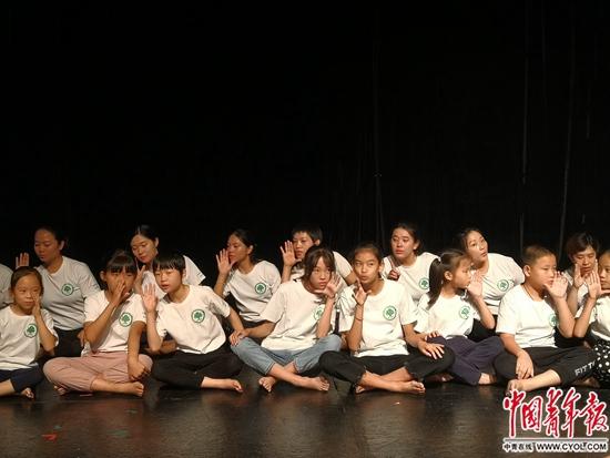 22名乡村师生绽放舞台引发的思考