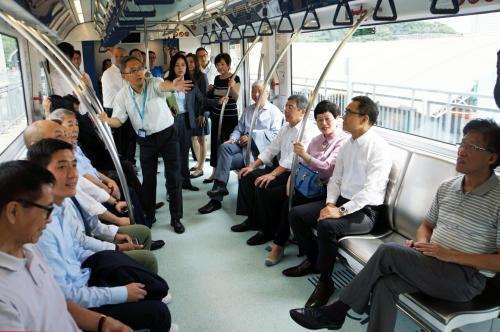 澳门轻轨今将正式投入运营 年底前市民可免费搭乘