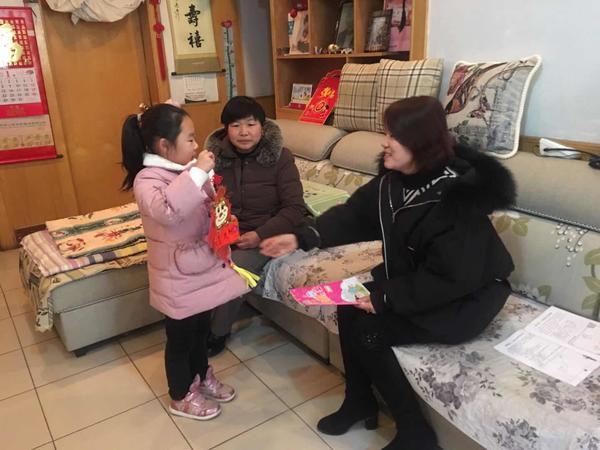 """荥阳三小开展""""走进学生家庭,传递教育温情""""家访活动"""