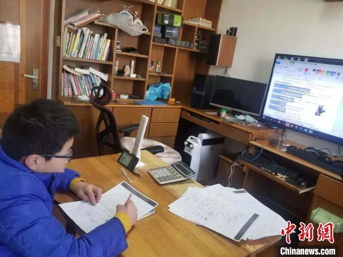 浙江发布小学居家学习建议:家长别当孩子面频繁玩手机
